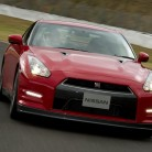 2014-Nissan-GTR-front-end